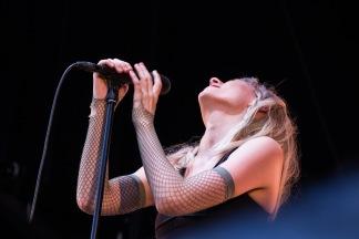 Konsertbilde av Aurora Aksnes under Molde internasjonale jazzfestival 2017. Foto Kari-Anne Flor