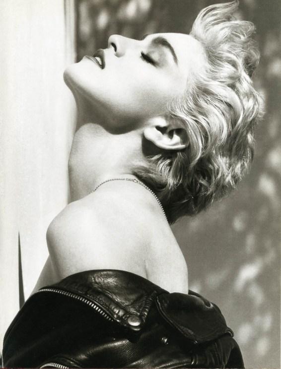 Madonna fotografert av Herb Ritts 1986.